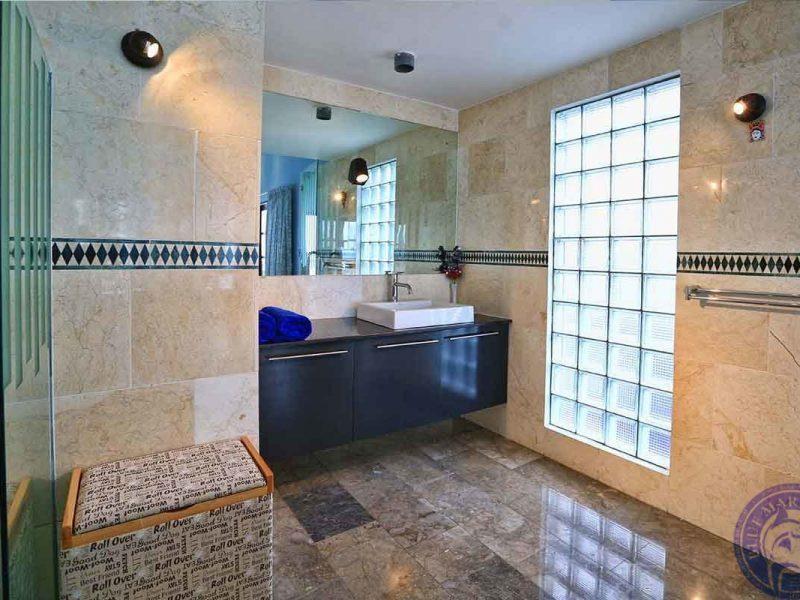 Вилла Сингараджа, туалет
