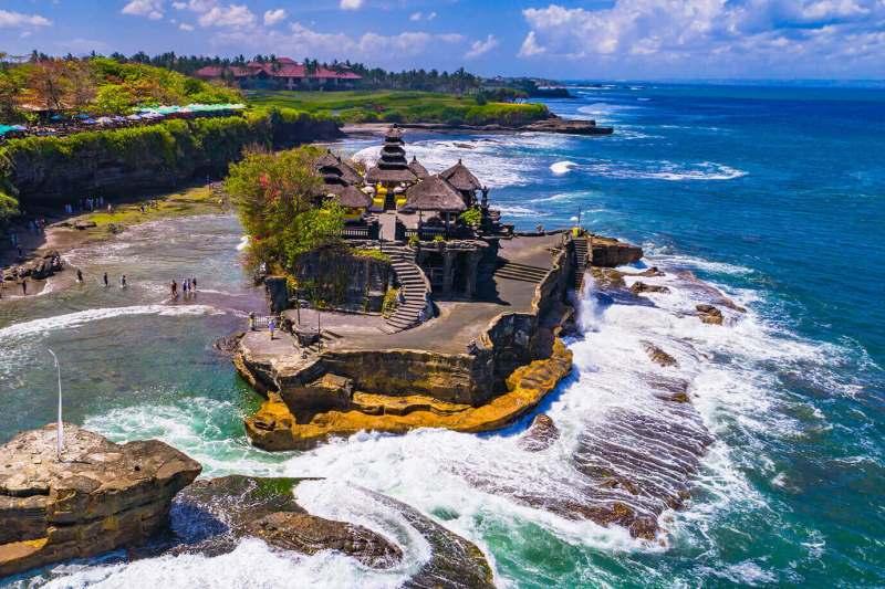 Pura-Tanah-Lot-Bali-4.jpg